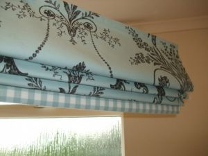 Roman blind with contrast band