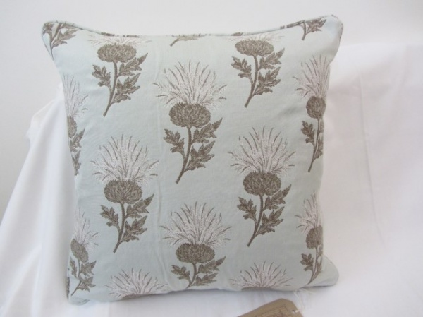 Voyage Ecosse sky white cushion